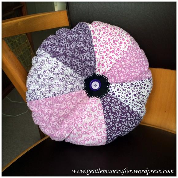 Fabric Friday - Fat Quarter Fun - Part 3 - Pie Wedge Cushion