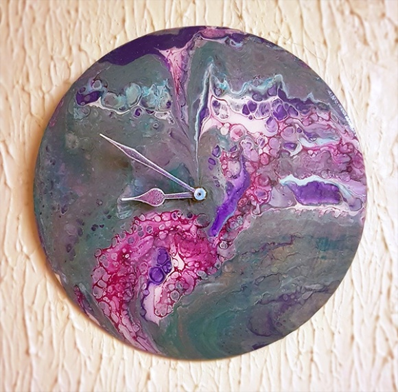 Acrylic Paint Pour Clock by John Bloodworth Gentleman Crafter (17)
